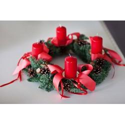 Raudonas Advento vainikas su žvakėmis