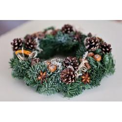 Kalėdinis vainikas su džiovintais vaisiais